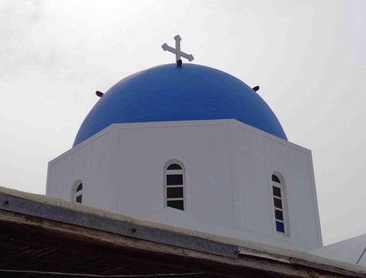 Eine der berühmten blauen Kuppeln...