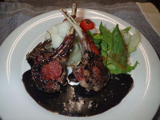 子羊のロースト 胡麻とフォンドボーのソース