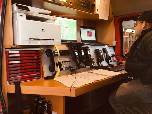 UG-ÖEL - Fahrzeug - Funk - Fax - Telefon - Computer mit Internet anschluss