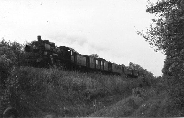 Zug mit 38er im Moorbruch kurz vor Einfahrt in den Bahnhof Bissendorf