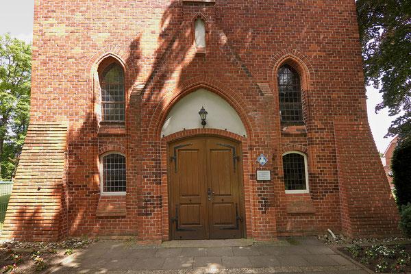 Portal St.-Georg-Kirche (Foto von losch, wikimedia, CC-BY-SA 3.0)