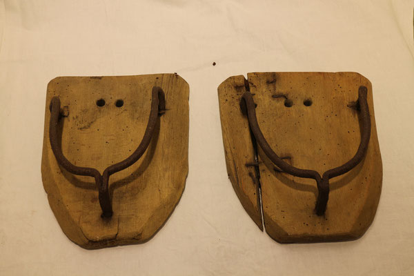 Holzschuhe für Pferde