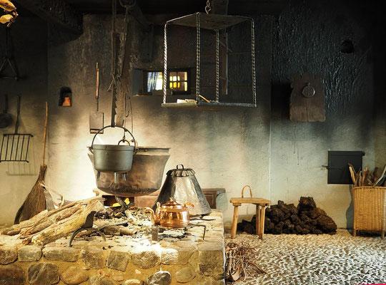 Feuerstelle im Bomann-Museum Celle (Von Hajotthu - Eigenes Werk, CC BY 3.0, https://commons.wikimedia.org/w/index.php?curid=87047150)