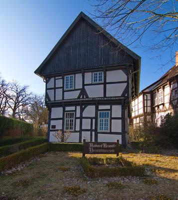 Kavalierhaus in Bissendorf. Wikipedia, Bild von losch - Eigenes Werk, CC BY-SA 3.0, httpscommons.wikimedia.orgwindex.phpcurid=18656418