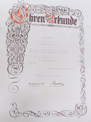 Urkunde von 1956 zur Vereihung des Ehrenbürgerrechtes der damaligen Gemeinde Bissendorf. (c) Richard-Brandt-Heimatmuseum Wedemark