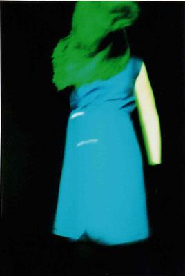 Domina_Blaues Kleid | 2000 | inszenierte Fotografie | Barbara Flatten