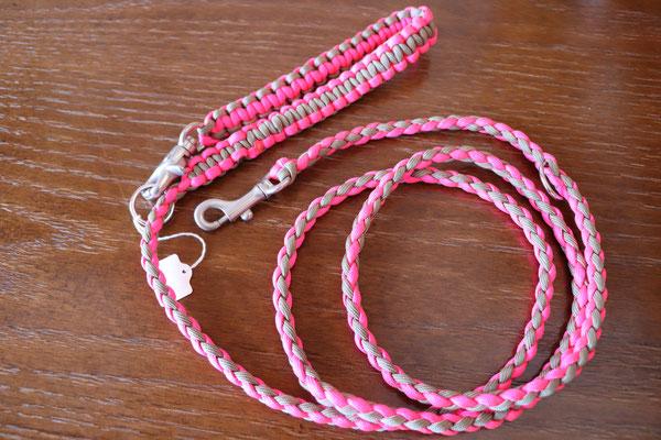 4 ネオンピンク×タン ピンクは目立つがタンとの組み合わせがぴったり