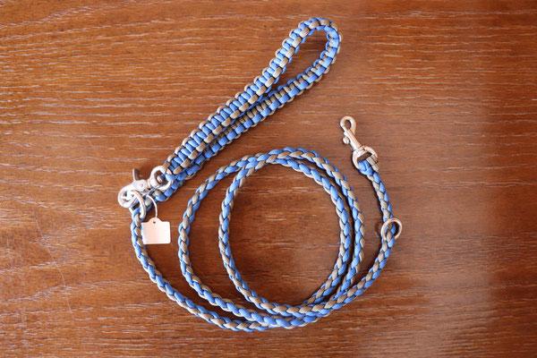 3 ロイヤルブルー×オリーブタン それぞれの色をお互いに引き立てている