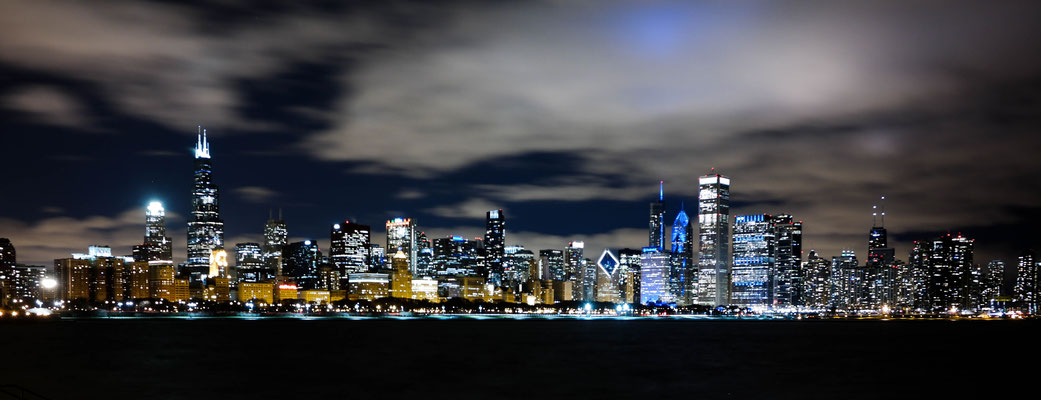 View at Chicago's skyline from the Adler Planetarium