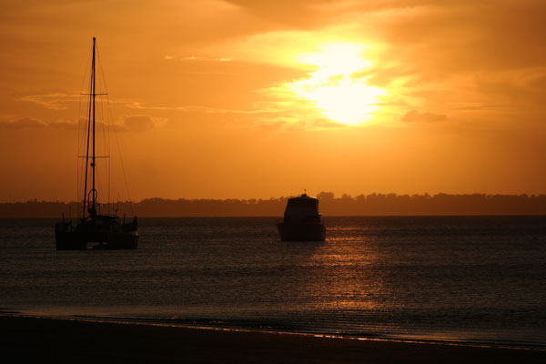 First night on the island: marvellous sunset with boats and amazing colours!