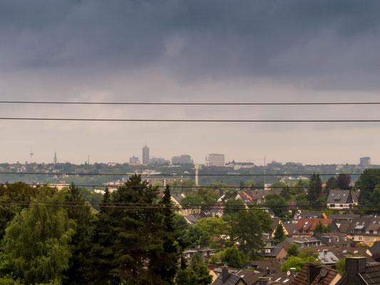 Juni 2016 - Ein Monat mit wenig Fotoaktivität... Blick vom Cafe Ruhrblick zur Essener Skyline