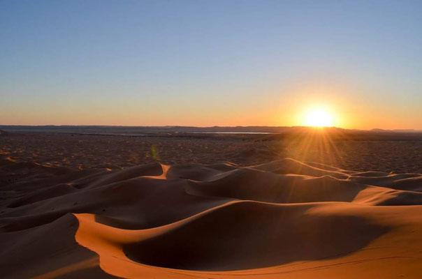 Les majestueuses dunes de l'erg Chegaga dans le sud marocain