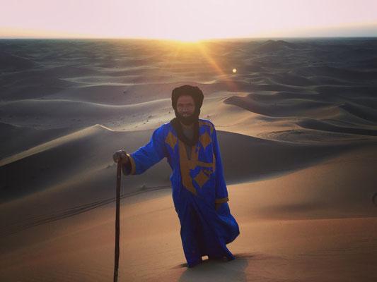 Hamed en haut des dunes hurlantes