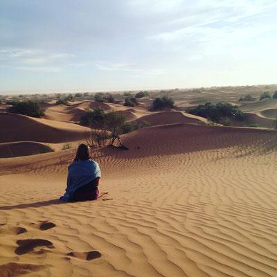 Auto méditation face au désert