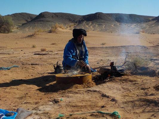 Trek sportif dans le désert marocain, vue erg Zmila