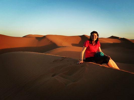Portrait trekkeuse sur une dune