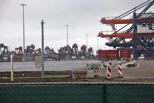 Der Containerhafen war...