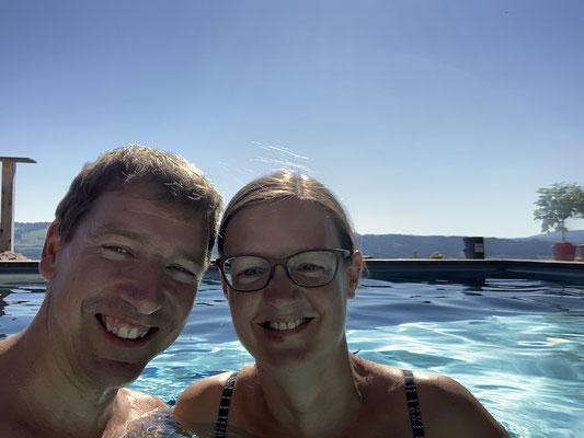 Abkühlung im Pool