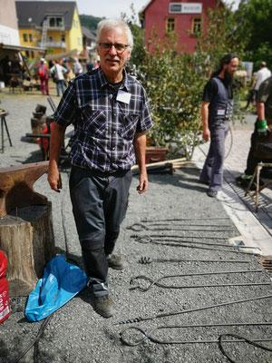 Schmiedetreffen Steinbach-Hallenberg 2019 / Gemeinschaftsprojekt Schmiedezaun aus Korkenziehern und Schmiedezangen