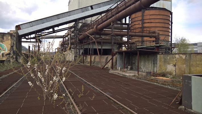 Hier wurde die Steinkohle aufgeschüttet und von Hand mit Vorschlaghämmern zerkleinert bis die Stücke durch das Gitter fielen.