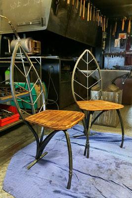 geschmiedete Stühle im Blatt-Design