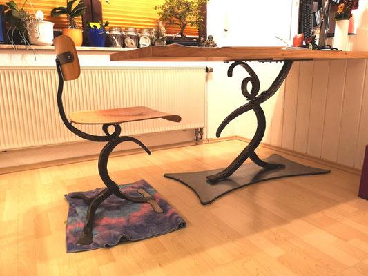 Küchenstuhl und Küchentisch