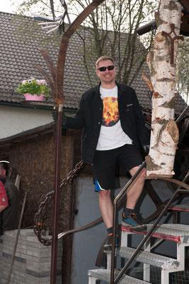 Armin vor der Telchinen-Schmiede