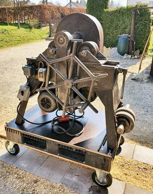 Biegemaschine in der Telchinen-Schmiede