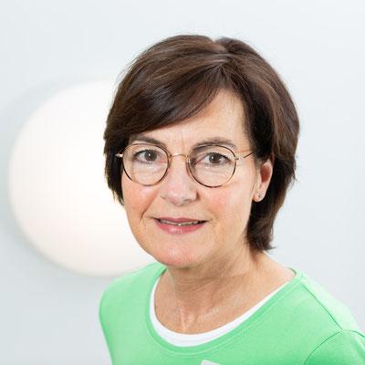 Elke Raukamp: Als Medizinische Fachangestellte bin ich schon viele Jahre in meinem Beruf tätig. Das Arbeiten und die Dienstleistung am Menschen sind mit dabei besonders wichtig. Ich bin legitimiert, Patienten mit Asthma, COPD sowie Koronarer Herzkrankheit