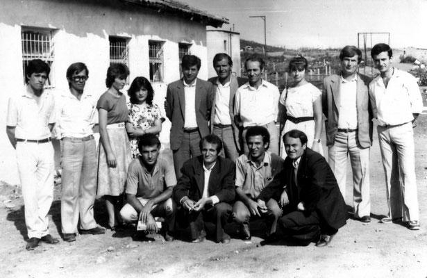 Kolektivi i mesuesve te shkolles se mesme Kraste me kryetarin e keshillit te Krastës, Lezan Nezha dhe inspektori i arsimit Ali Balla - Fotografi të dërguara nga autori