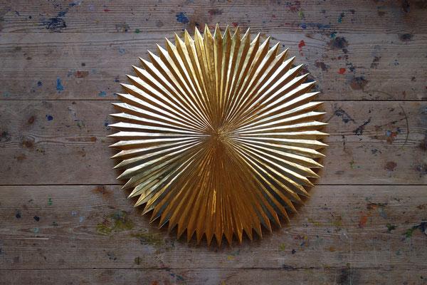 o.T./ Ø 50 cm/ Lindenholz, blattvergoldet © Elisa Treml