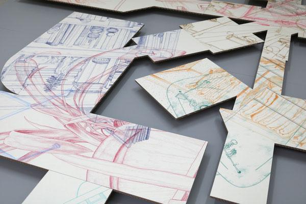 Aus dem Häuschen . 2019 . Farbstift auf Papier auf Wellpappe . 200 x 310 x 5 cm . Detail