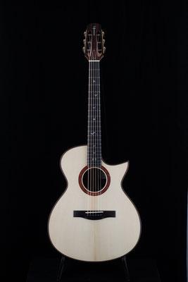 Model  000-SC  キルティッド・マホガニー