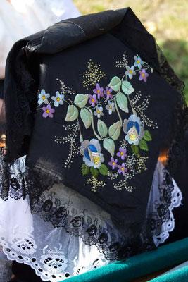 kunstvoll bestickte Haube einer niedersorbischen Festtagstracht im Spreewald