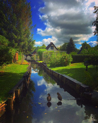 Grundstückseinfahrt im Lagunendorf Lehde im Spreewald