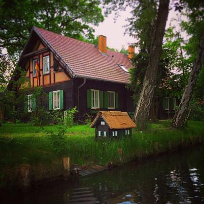 typisches Holzhaus im Ortsteil Kaupen im Spreewald
