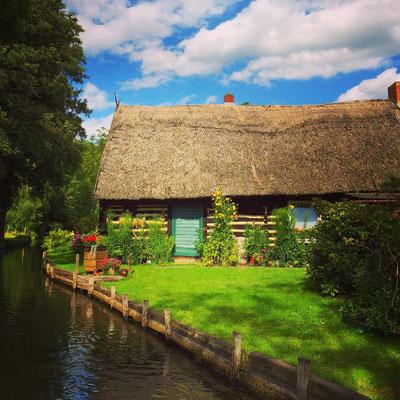 Bauernhaus aus Holz und Lehm mit Reetdach