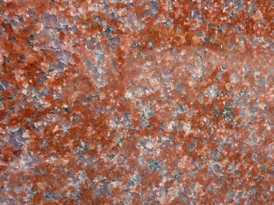インドカルナタカ州 インパラレッド 赤色御影として最も濃い赤色 透明感の有る非常に硬い石種 洋墓に使用 吸水率:非常に低い 硬度:非常に高い