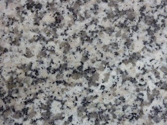 中国福建省 G-623 お手頃石種 外柵に使用 吸水率:高い  硬度:低い 墓石本体には不向き