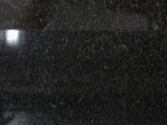 中国山西省 山西黒 中国黒御影の代表石種 墓石の一部又彫刻材に使用 吸水率:非常に低い 硬度:非常に高い 墓石本体には不向き 色あせしやすいのが難点