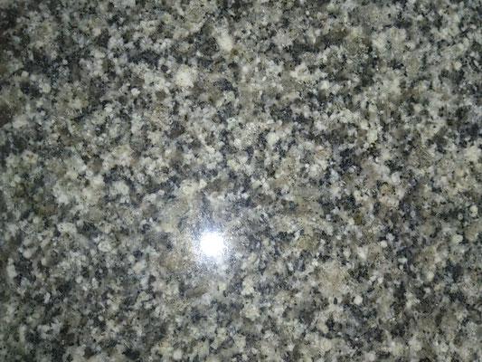 インドカルナタカ州 アーバングレー(MD-5) 当店使用率NO.2 グリーン系中目で透明感の有る非常に硬い石 吸水率:非常に低い 硬度:非常に高い