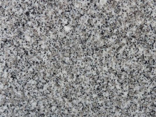 愛媛県 大島石二等石(重松) お手頃国産石種 同じ二等石の中でも一等石に近い二等石  9mm位までの黒玉、白玉出やすいが、他の二等石より石目は細目でそろっている  艶もちは一等石より良いと思われる 吸水率:低い 硬度:高い