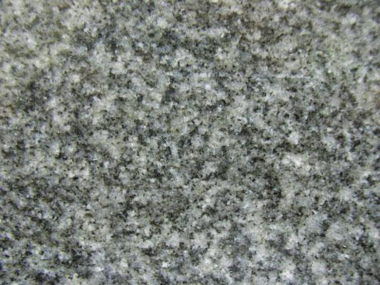 インドカルナタカ州 バングレー なめらかな印象とは反対に非常に硬い石 吸水率:非常に低い 硬度:高い