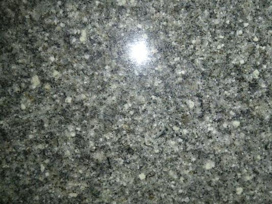 インドカルナタカ州 銀河 グリーン系細目 石目のそろったきれいな石種 吸水率:非常に低い 硬度:高い