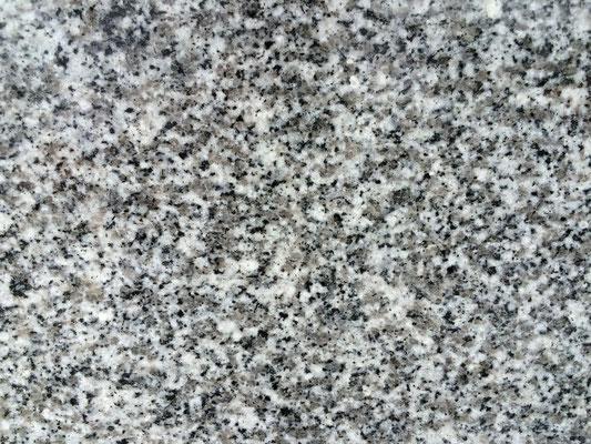 愛媛県 大島石一等石 大島の北部にて採掘される 西日本の国産石材と言えばこの石と言われるほどに、絶大な人気のある石種 石目のそろった綺麗な石です 吸水率:低い 硬度:高い