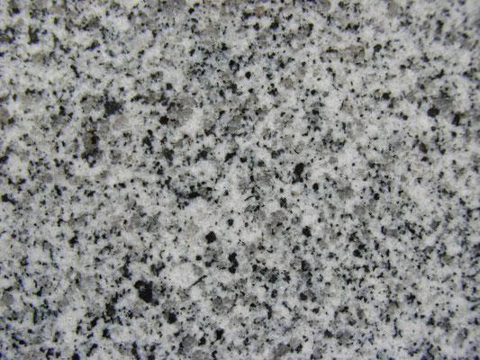 中国福建省 G-614 お手頃石種 墓石、外柵共に使用 吸水率:高い  硬度:低い 吸水率高いため雨の後いつまでも色むら残る