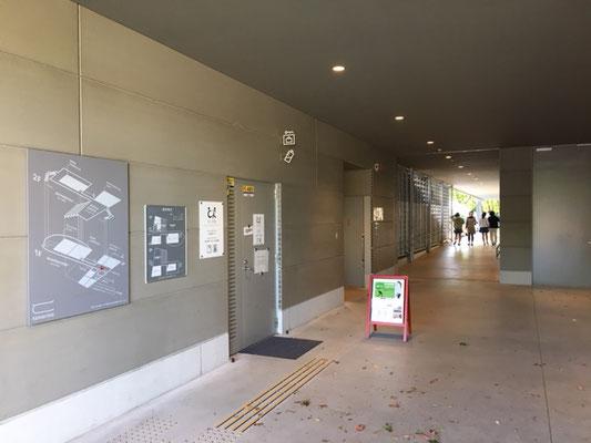 名城公園_tonarino内トイレ_001