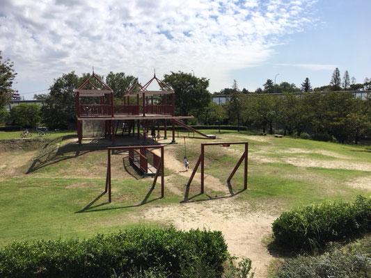 荒子川公園_タワー遊具とターザンロープ_002