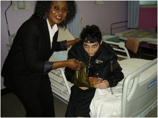Cadeaux de réconfort de la présidente à un enfant malade