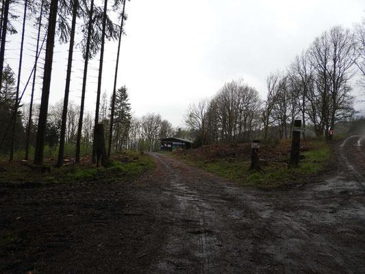 Zufahrt an der Herborner Hütte